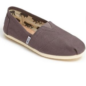 Toms womens classic canvas slip on brown shoes 8